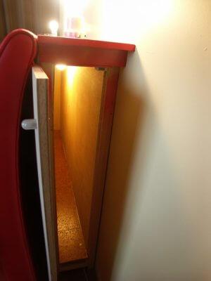 ベッド脇収納の内部照明